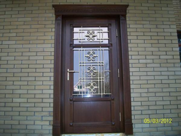 теплые входные двери со стеклопакетом