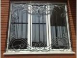 Решетки металлические у двери