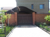 Поликарбонат(Николае в) сотовый-легкий и прозрачный материал. Сфера применения: теплицы, навесы, балконы.