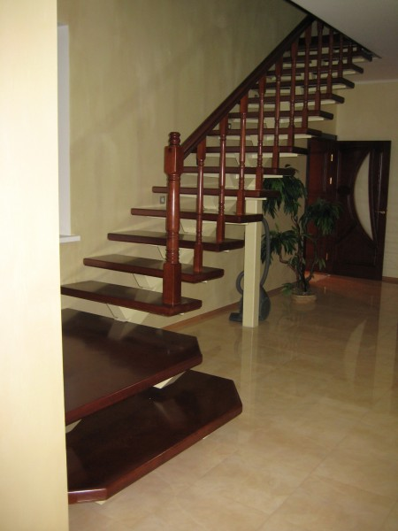 Лестница деревянная Материал: дуб