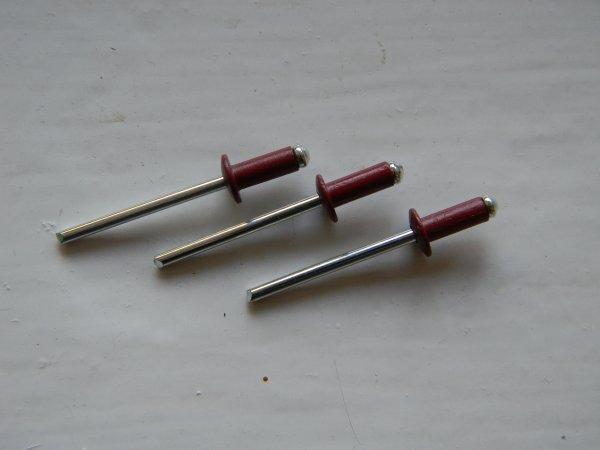 Фото  1 Вытяжные заклепки RAL 3011 красные размер 4*10 2006599