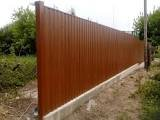 Фото  1 Забор из профлиста с кирпичными столбами 1400766