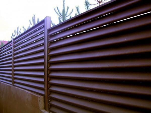 Забор «ЖАЛЮЗИ» ограждение из параллельных ламелей