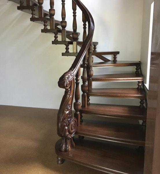 Фото  1 Лестница из массива Дуба 1753835