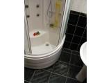 Прозрачная лента против скольжения в ванной