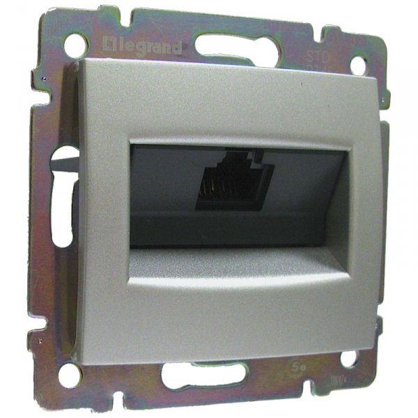 Фото  1 Розетка компьютерная RJ45 кат, 5 UTP 1-ная Legrand Valena Classic 770230, цвет алюминий 1919999