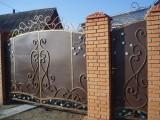 Ковані ворота до будинку