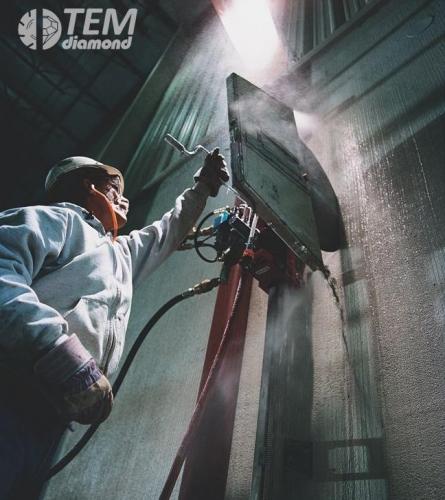 Алмазная резка бетона стенорезными пилами на глубину пропила до 730 мм с одной стороны диском 1600 мм.