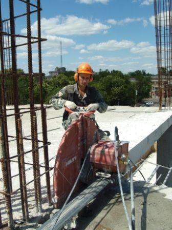 Алмазная вырезка и высверливание проемов в бетонных, кирпичных и железобетонных стенах.
