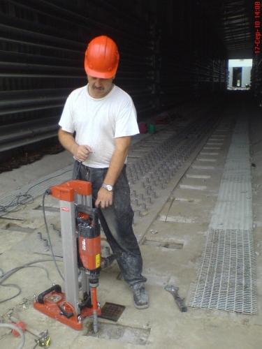 Алмазне буріння отворів в з/бетоні діаметром 42мм