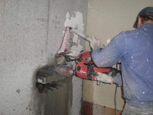 Алмазное сверление отверстий бетон различных диаметров под инженерные комуникации. Качество и сроки гарантируются.
