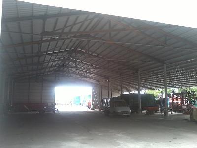 ангары, навесы, складские помещения, навесы для сельскохозяйственной техники, зернохранилища и т. д.
