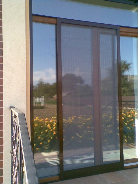 Антимоскитные двери и сетки. Двери могут быть раздвижными или распашными. Изготавливаем сетки нестандартной формы.