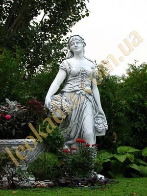 Скульптура Женщина с виноградной корзиной арт.240