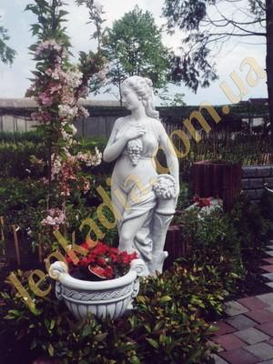 Скульптура Женщина с виноградной гроздью