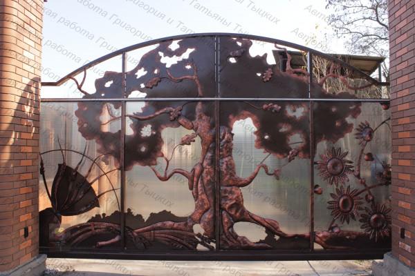 Автоматические откатные кованые ворота в Днепропетровске.