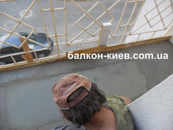 Фото к объявлению: устройство стяжки пола на балконе. ремонт.