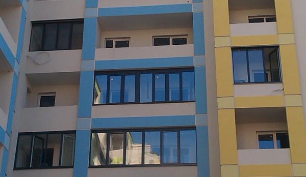 Балконы с профиля Rehau ламинация наружная - антрацит. Дополнительная информация на сайте: http://fcomforta. com. ua/