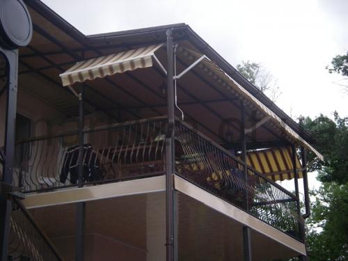 Балконные маркизы Italia. Используются для затенения области от прямого солнечного света.
