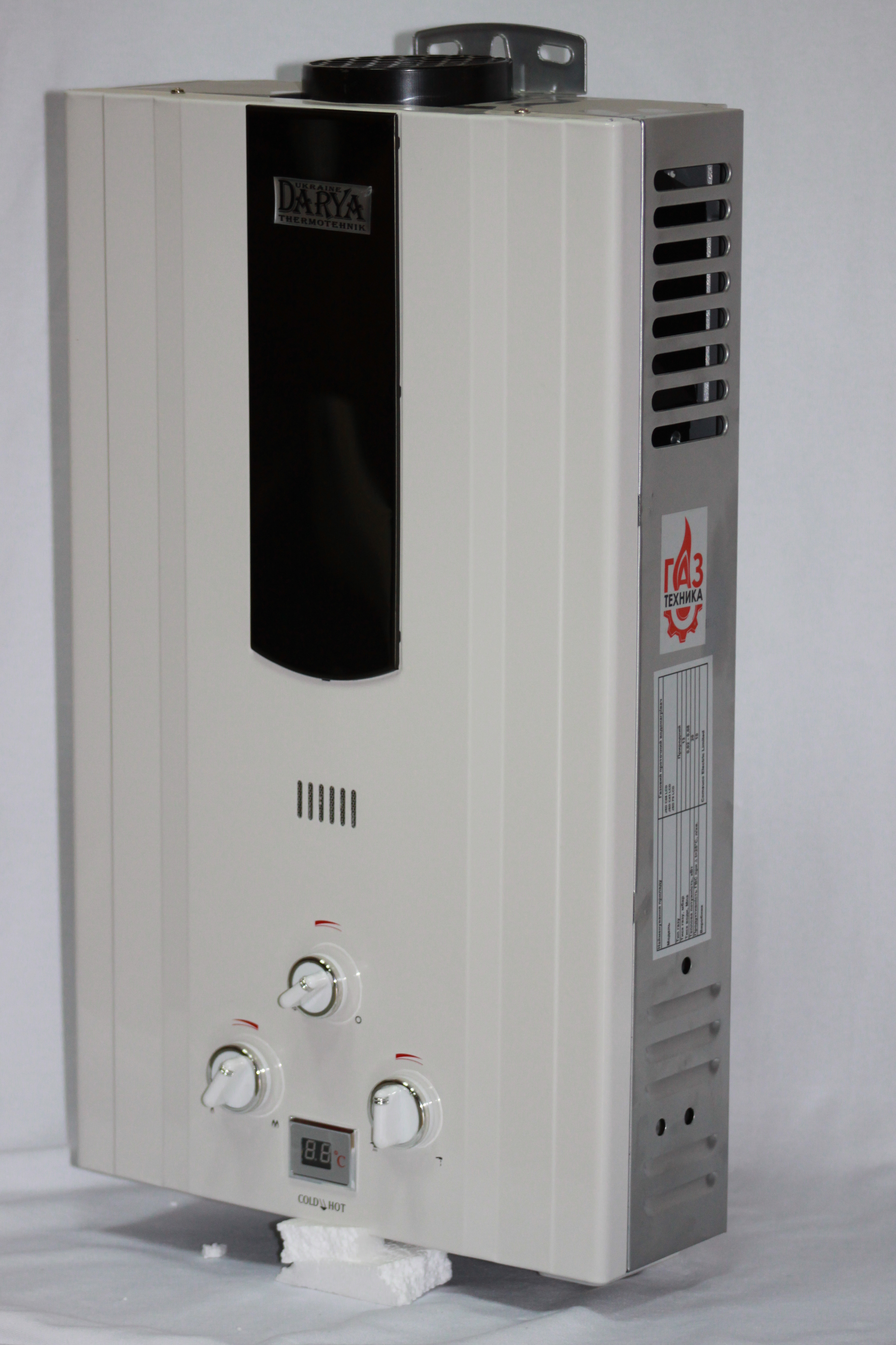 белая LCD Давление газа:13мбар. Теп мощность:20 кВт Давление воды:0,02-0,08Мпа Тип розж:от батереек Диаметр дымохода:110