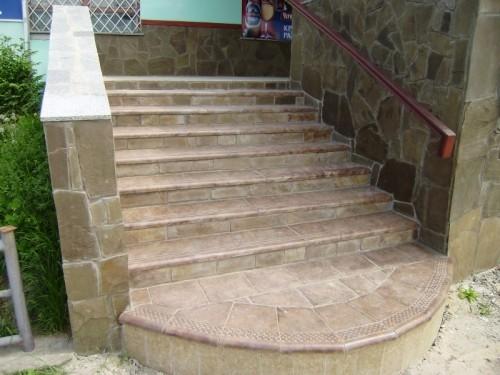Бетонна плитка на сходи