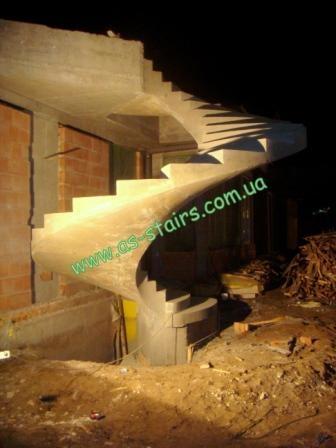 Бетонная лестницы винтовая гладкоподшитая