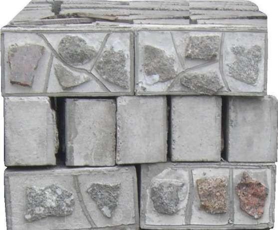 Блок бетоний з каменем