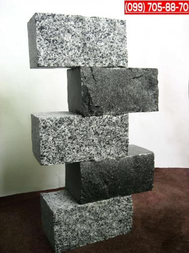 Блок цокольный из гранита. Ассортимент размеров и цветовых гамм.