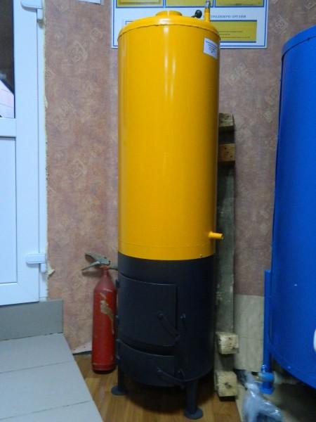 Бойлер-буржуйка. Производитель «Старобельский Машиностроительный Завод». Котлы для водонагрева на дровах.