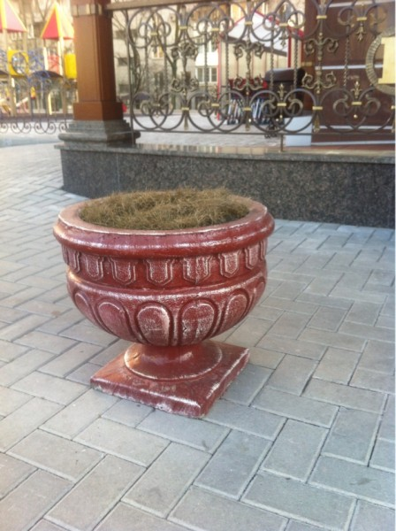Уличные кашпо из бетона