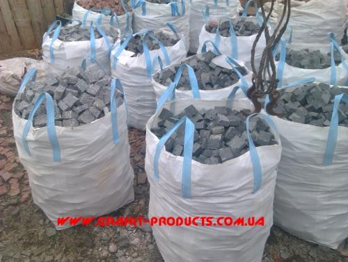 Бруківка гранітна від виробника Пропонуемо вашій увазі бруківку гранітну, габбро : -Колоту 10х10х10;10х10х5;8х8 х8;5х5х5;