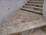 Брусчатка катанная из песчаника бело-жолто-коричнево го размером 100х100х40/60,100х20 0х40/60