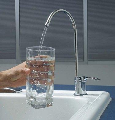 Бурение скважин и очистка воды.