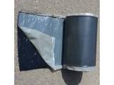 Бутилкаучуковая пленка для трубопроводов и газопровода толщиной 1,8 мм с липким слоем в рулоне.