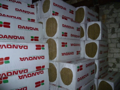 DAN fly базальтовая вата. Площадь в упаковке 3,6 м. кв, размеры 1200*600*100мм, плотность 30 кг/м. куб.