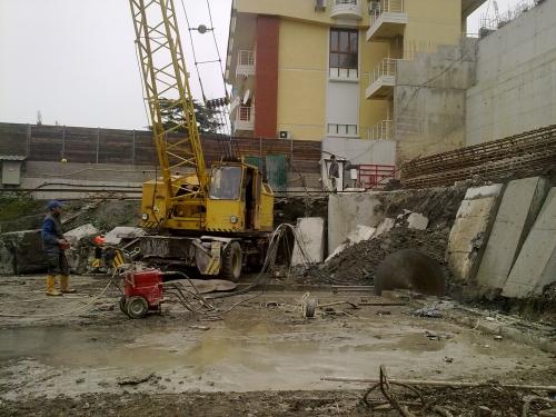Демонтаж бетона стенорезными машинами с глубиной пропила до 730мм.