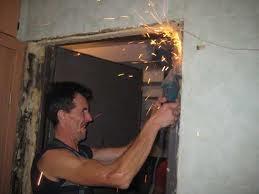 Демонтаж дверных коробок