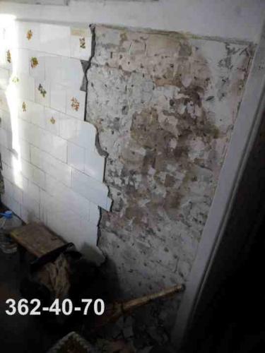 Демонтаж плитки со стен. Сбить плитку.