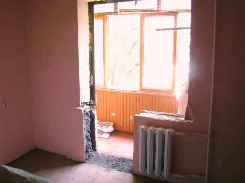 Демонтаж балконной двери и окна
