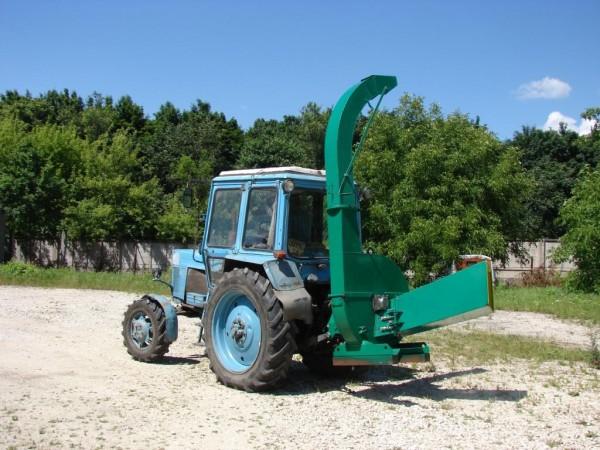 деревоподрібнююча машина як навісний агрегат на 3-х точкову гідронавіску трактора