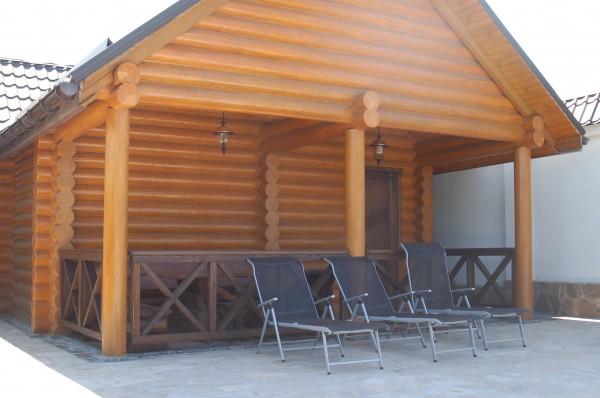 Деревянная баня из сруба. Мы предлагаем как типовые проекты банек, так и индивидуальные проекты.