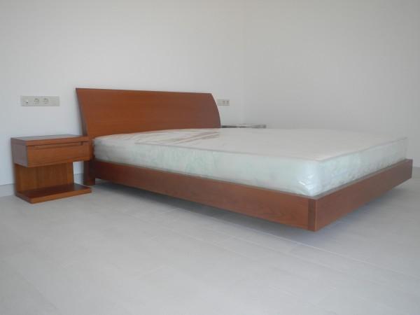 Деревянная кровать Готта