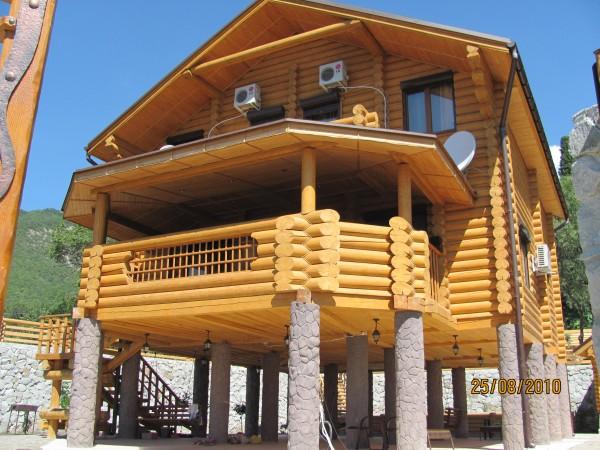 Деревянные дома из сруба. Каждый дом проектируется, изготавливается и собирается по требованиям и пожеланиям заказчика.
