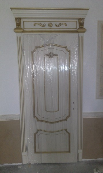 Деревянные двери разработанные по индивидуальному заказу в разных стилях.