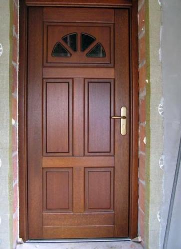 Деревянные входные двери дуб, меранти, махагон.