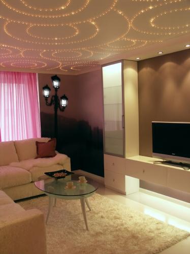 Dipline- Светящийся потолок можно усыпать микролампочками, которые не требуют особого подключения.