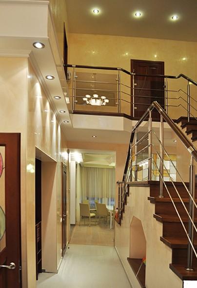 Дизайн общественных и частных интерьеров, проект полной или частичной реконструкции зданий, авторский надзор;