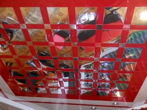 Дизайнерские алюминиевые кассетные потолки. различная конфигурация и цветовое исполнение