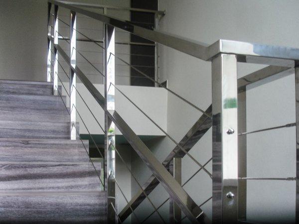 Фото 2 ограждения лестничных маршей из нержавейки 319312