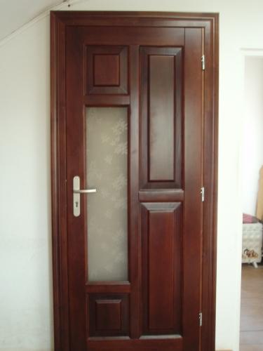 Двері акційні соснові шпоновані з мебельного бруса